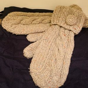Handmade wool knit mittens O/S boutique brand